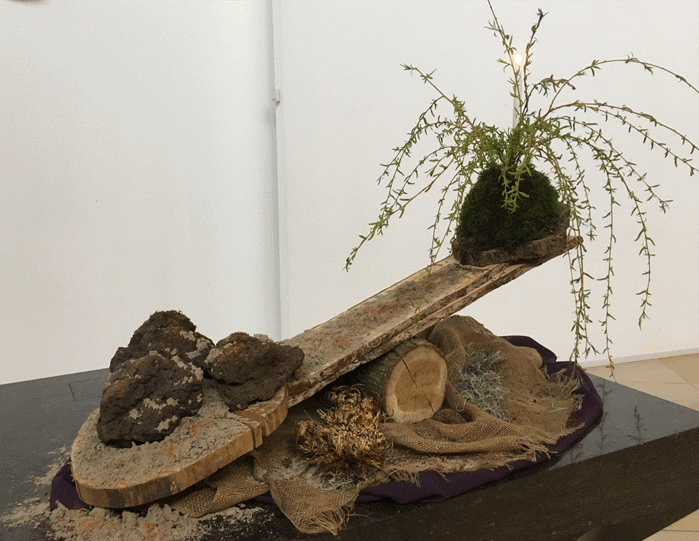 Liturgische bloemschikking zondag 21 april 2019 (1e Paasdag)