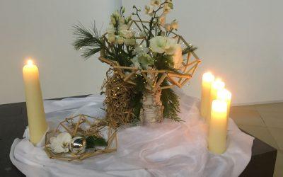 Liturgische bloemschikking – Kerstmis 25 december 2020
