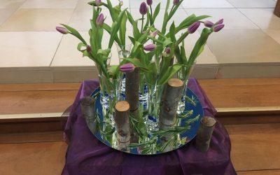 Liturgische bloemschikking – zondag 28 maart 2021